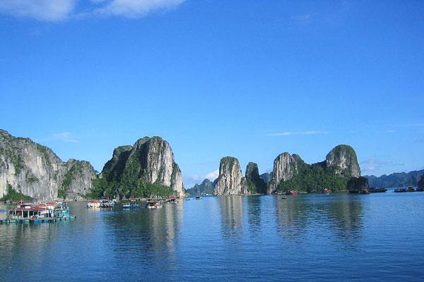 Vẻ đẹp kỳ vĩ của vịnh Hạ Long