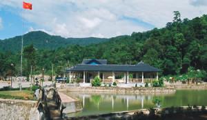 Suối nước khoáng nóng Sơn Kim - Nước Sốt