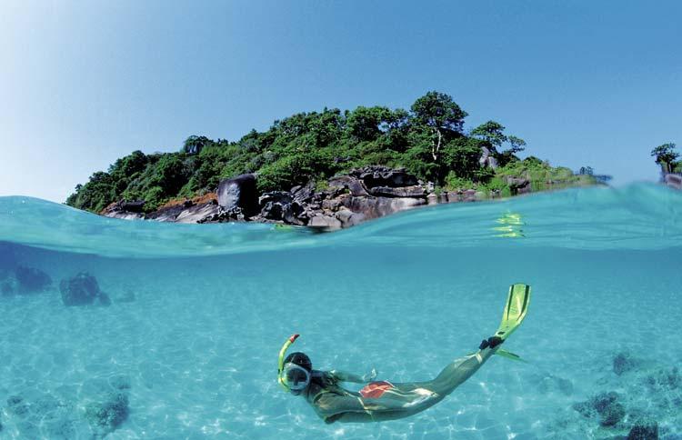 Làn nước trong xanh dưới tận đáy biển