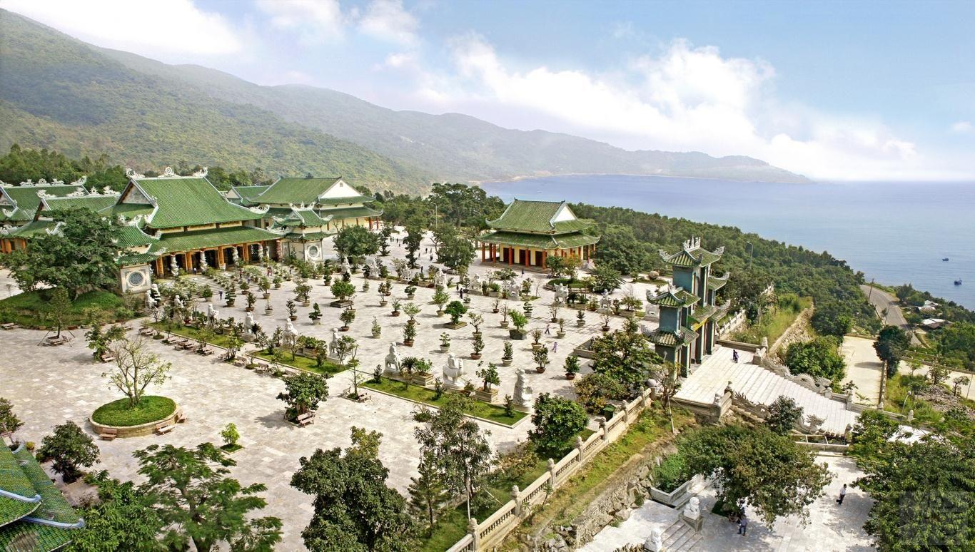 Toàn cảnh chùa Linh Ứng Bãi Bụt trên bán đảo Sơn Trà