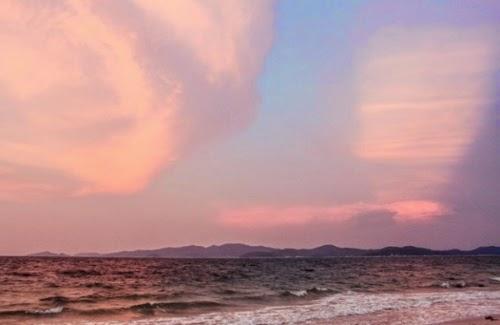 Vẻ đẹp của bãi biển Hồng Vàn lúc hoàng hôn tím thơ mộng và lãng mạn