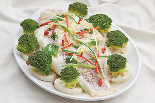 Ngon cơm với cá hấp củ sen
