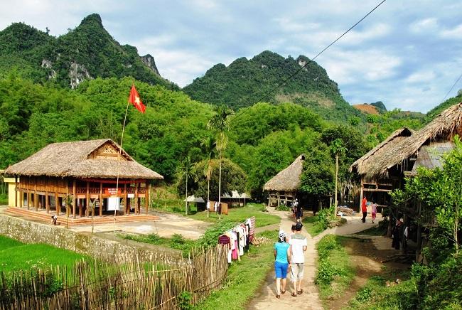 Bản làng Mai Châu