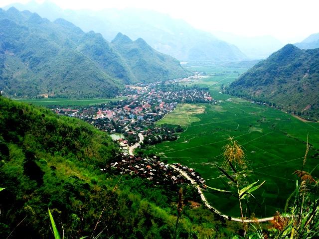 Nhiều người chọn du lịch đến Mai Châu bởi vẻ đẹp thanh bình vốn có