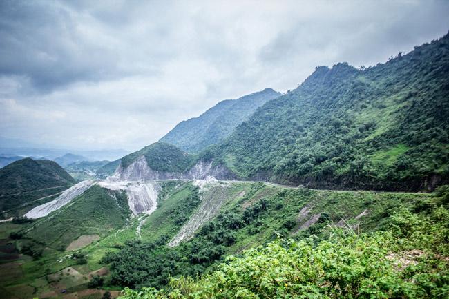 Vẻ đẹp hùng vĩ Đèo Thung Khe ( Hòa Bình )