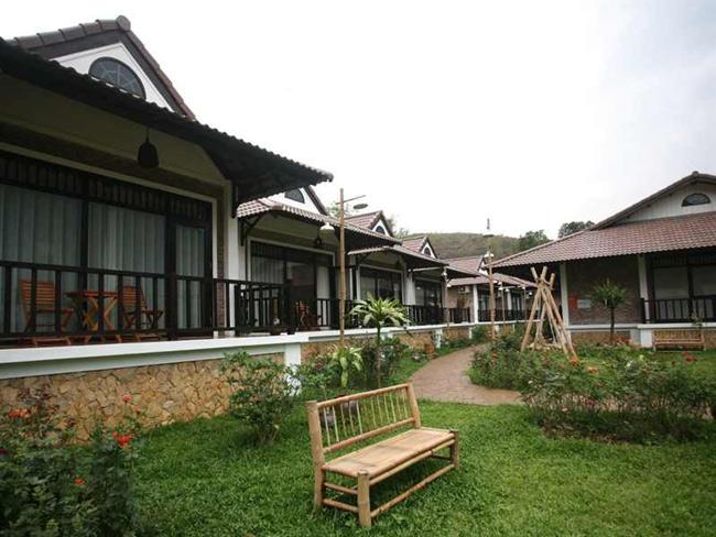 Một góc bên trong khuôn viên khách sạn Sol Bungalows