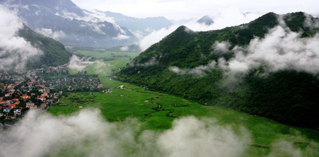Vẻ đẹp Mai Châu thu hút đông đảo khách tới tham quan du lịch