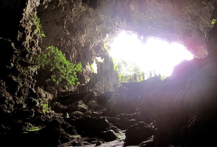 Khu vực cửa Hang Đầu Gỗ