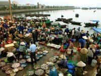 Quang cảnh tấp nập nơi chợ cá Bến Do